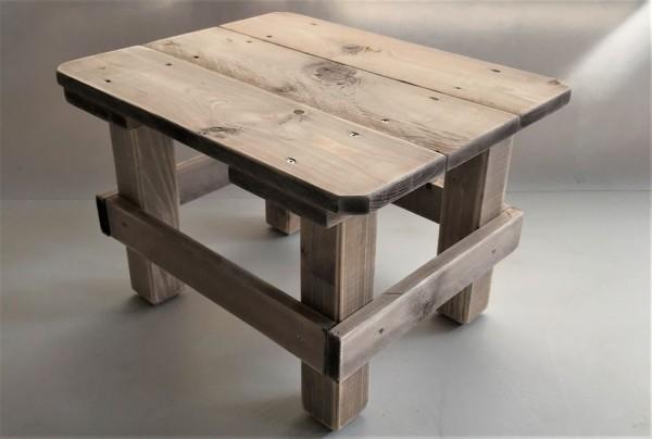 Tisch Hannes Vintage gebeizt und in Handarbeit hergestellt.