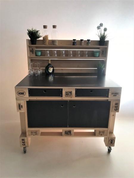 Grilltisch mit Aufsatz in Palettenoptik in Handarbeit hergestellt.